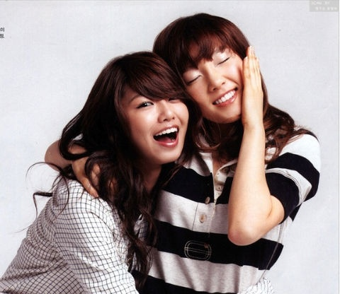 SNSD Tae Yeon & Soo Young Fooling Around for the Camera!