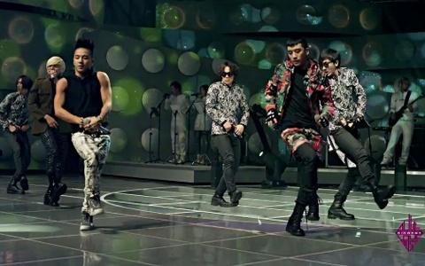 "BIGBANG Performs ""Love Dust"" on ""YG on Air"""