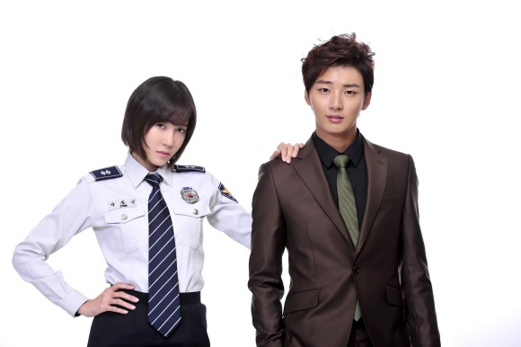 """Lee Ji Ah Transforms Into a Police Officer for """"Me Too, Flower!"""""""