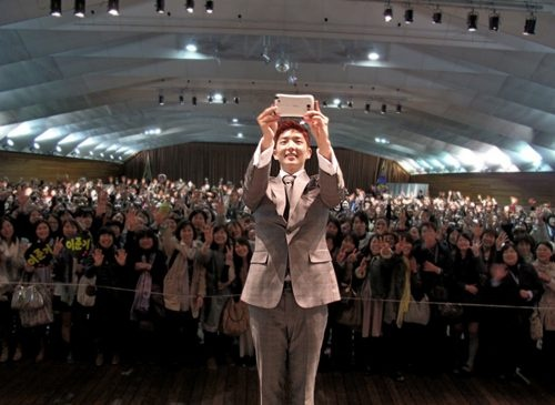 "Lee Jun Ki Holds ""High-Touch"" Fan Meeting in Japan"