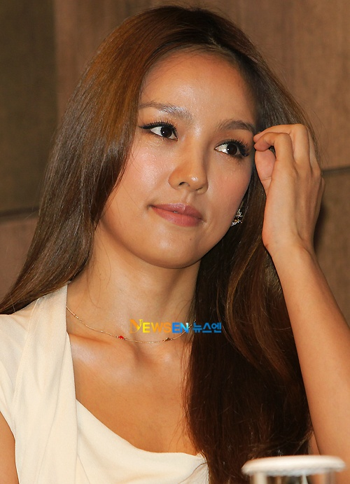 Hyori Expected to Delay Comeback This Year