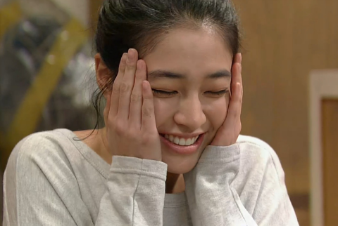 Lee Min Jung Bruised Her Wrist Slapping Lee Kwang Soo?!