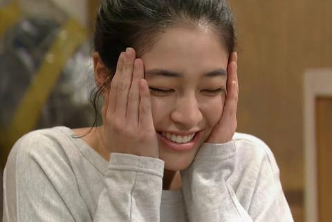 Lee Min Jung Bruised Her Wrist Slapping Lee Kwang Soo?!