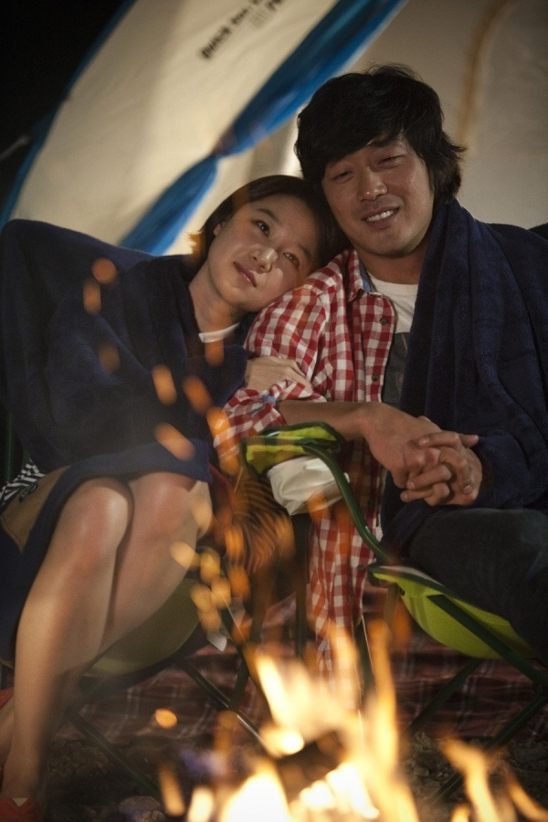 """Ha Jung Woo and Gong Hyo Jin's """"Love Fiction"""" Opens to Box Office Success"""