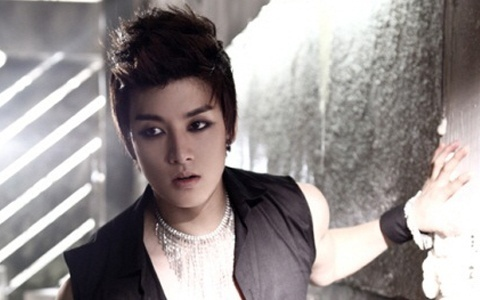 U-Kiss' Eli Gives a Shout-Out to Red Bull?