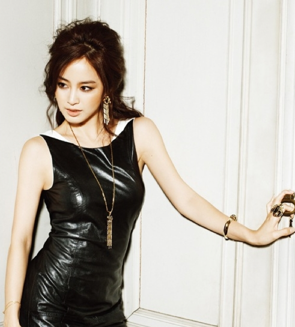 "Kim Tae Hee's ""Rustic Fashion"" Garners Attention"