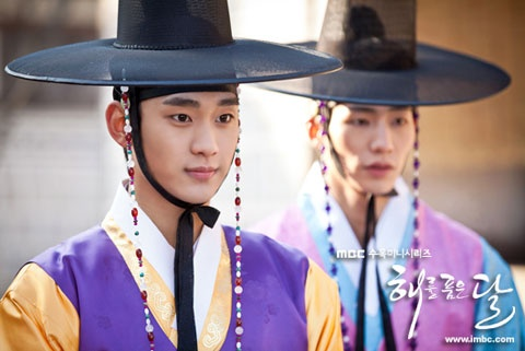 """""""The Moon that Embraces the Sun's"""" Kim Soo Hyun and Song Jae Rim Mimick Child Actors' Scene"""