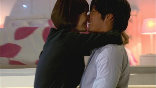 [Behind the Scenes] NG Cuts of Hyun Bin and Song Hye Kyo's Kiss Scenes