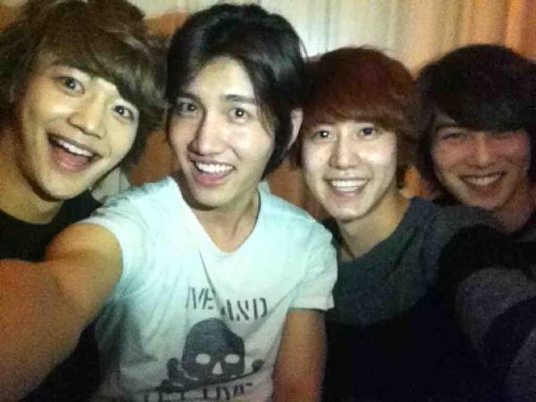 "Super Junior's Kyu Hyun Uploads Selca With ""Kyu Line"""
