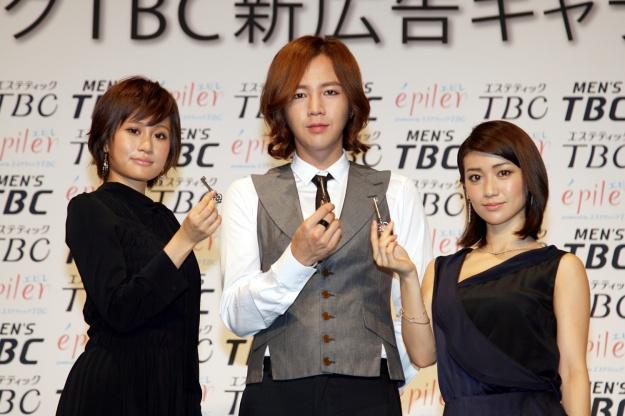 Jang Geun Suk Teams Up with AKB48 as Japanese Cosmetic Brand Model