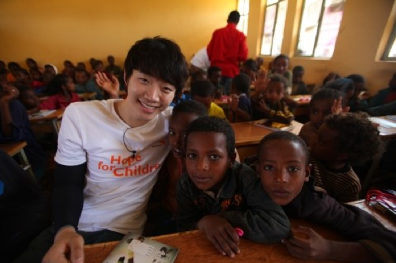 2PM's Junho Volunteers in Ethiopia