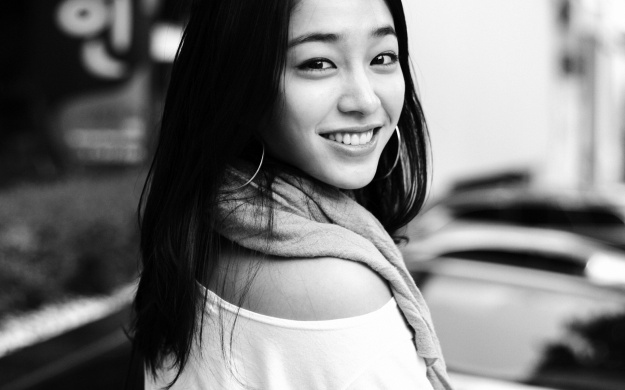 Lee Min Jung's School Day Photos Raise Eyebrows Among Fans