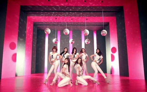 """A Pink Makes Their Music Core Comeback Performance With """"Hush"""""""