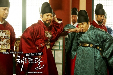 "Amusing Error in ""The Moon that Embraces the Sun"" Humors Fans"