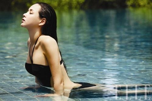 Lee Ha Nui Shows Off Her Voluptuous Figure in ELLE