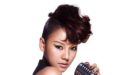 "Lee Hyori Shows Off Her ""Diva Jackson"" Look"