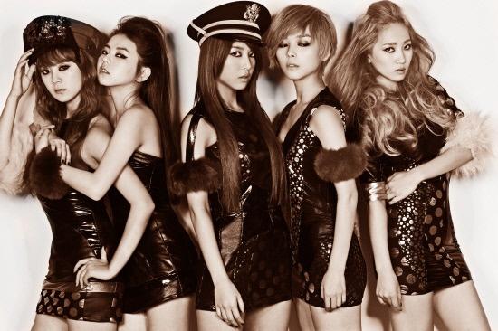 2PM's Taecyeon and Junho Celebrate Wonder Girls' 5th Anniversary