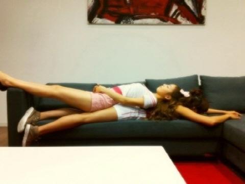 Kara's Goo Hara Sleeps on Top of Nicole?!