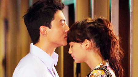 Daniel Henney Gives Lee Na Young A Kiss