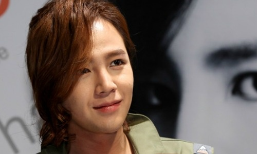 Jang Geun Suk Down With a Sty on His Eye After a Night of Drinking