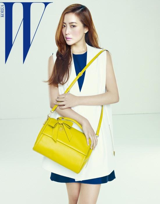 "Kim Hee Sun Graces ""W Korea"" with Her Unchanging Beauty"