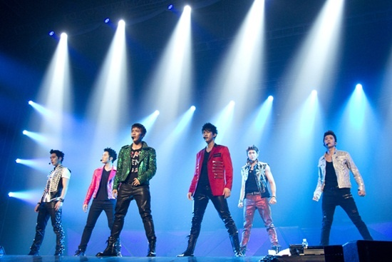 "2PM ""Hands Up Asia Tour Concert"" Sells Out in Bangkok, Hong Kong, and Nanjing"