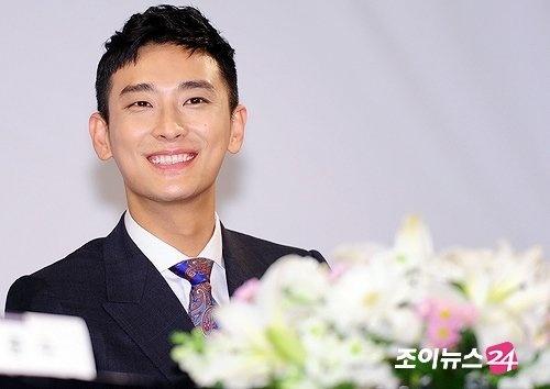 "Joo Ji Hoon's ""I Am The King"" Releases First Stills"