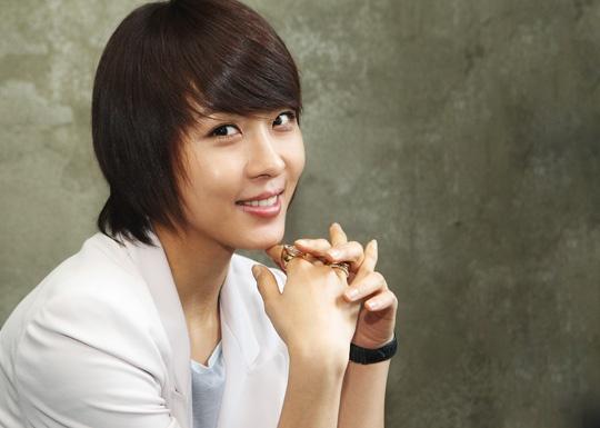 Ha Ji Won Spending Time at a Ping Pong Center