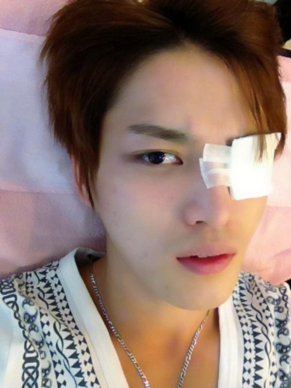 JYJ's Jaejoong Shocks Fans with Injured Eye