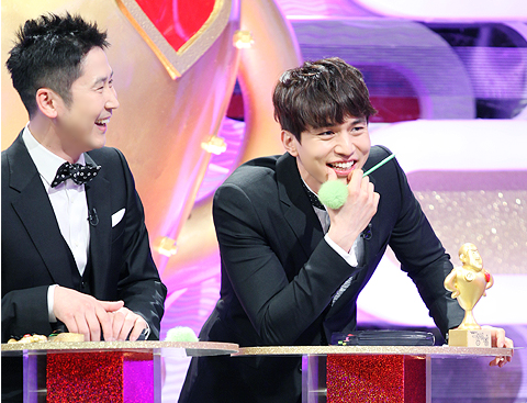 lee-dong-wook-anxious-about-upcoming-episode-of-strong-heart_image