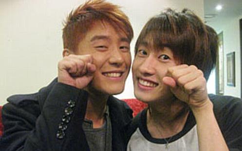 JYJ's Junsu and Super Junior's Eunhyuk Still Keeping in Touch