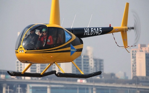 """BIGBANG Makes Its Grand Entrance on """"Running Man"""" in a Helicopter"""