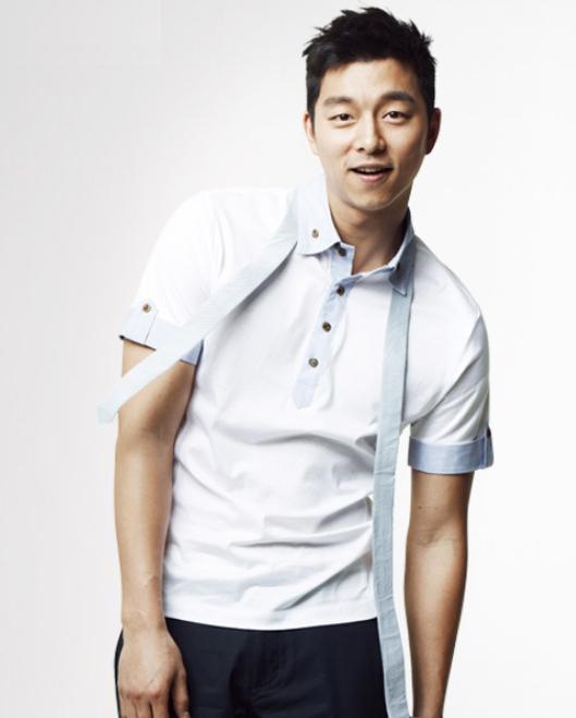 Gong Yoo's Chic Airport Fashion