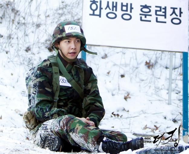 """The King 2hearts"" Releases Stills of Lee Seung Gi in a Military Uniform"