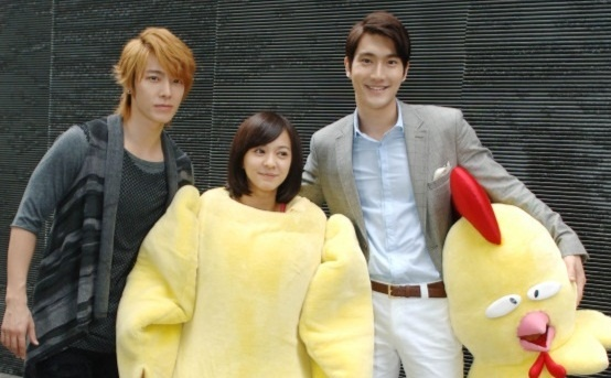 "Siwon and Donghae at the Set of Taiwanese Drama ""Extravagant Challenge"""