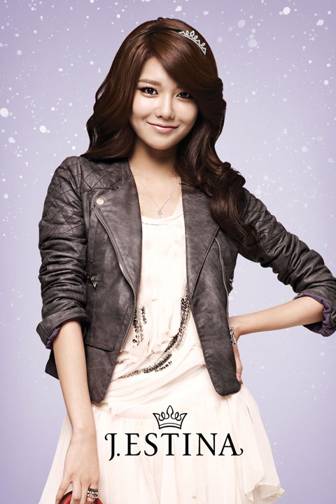 """Girls' Generation Sooyoung Shows Off her Long Arms and Legs in the Latest Issue of """"InStyle"""" Magazine"""