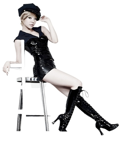 Girls' Generation's Sunny's Small But Killer Body Garners Attention