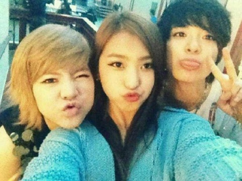 Sistar's Bora, Girls' Generation's Sunny, and f(x)'s Amber Pout for the Camera