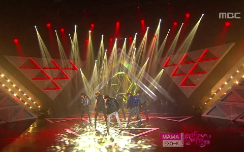 """EXO-K Performs """"MAMA"""" on Music Core"""