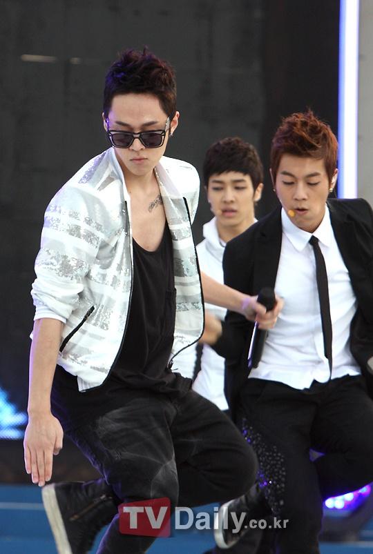 Super Junior, 2am, f(x), BEAST, Davichi, 8eight and more @KB