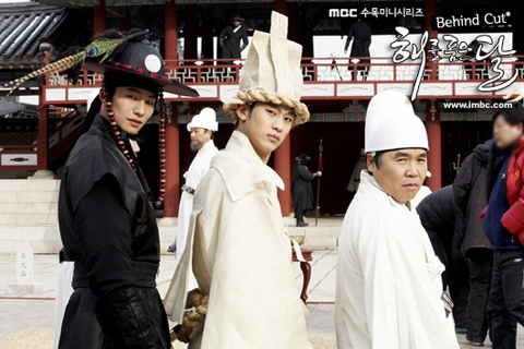"""The Moon that Embraces the Sun's"" Staff Apologize for Missing Kiss Scene"