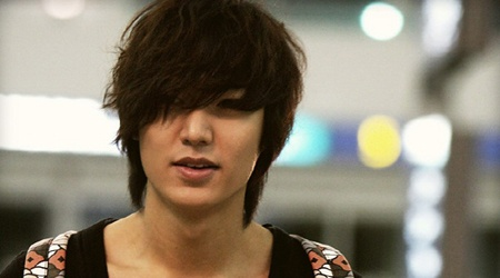 Lee Min Ho's Natural and Chic Airport Fashion