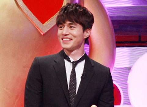 """Lee Dong Wook Shares Thoughts on First Recording of """"Strong Heart"""""""