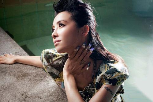 Jolin Tsai Releases Another MV with Multi-Color Bra