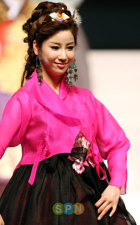 Miss Korea 2009 (Kim Joo Ri)