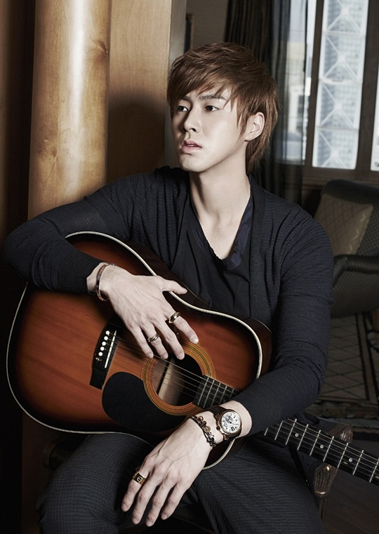 DBSK's Yunho Doesn't Think He's the Romantic Type