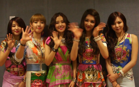 [Exclusive] 4minute Talks about Vampires, Overseas Fans, and Airport Fashion + Signed CD Giveaway