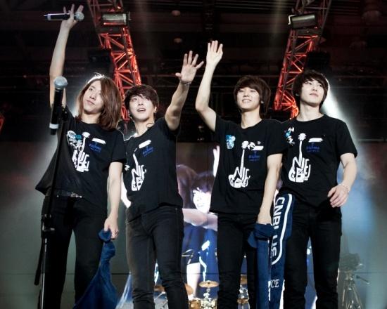 """CN Blue Rocks the Hong Kong Leg of Asia Tour """"Blue Storm"""""""