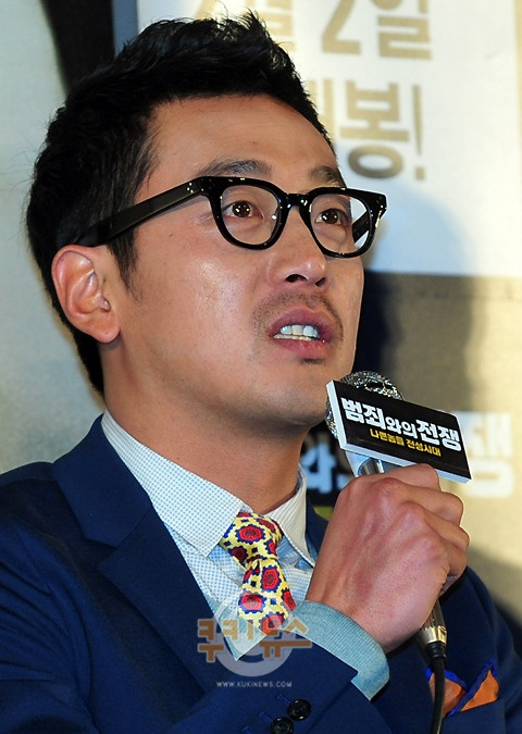 "Ha Jung Woo ""Acting with Choi Min Shik Was the Best"""