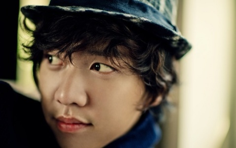 "Lee Seung Gi Nicknamed the ""Generous Emperor"""